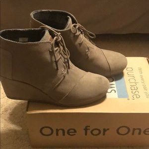 Like new TOMS Desert Wedge in Taupe suede